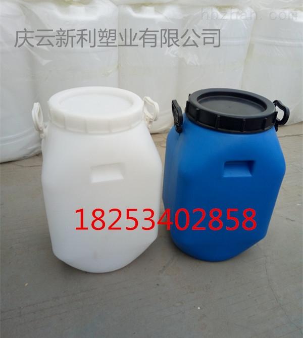 方25公斤塑料桶带提手25KG塑料桶大口25L塑料桶厂家直供、新利塑业开口25升塑料桶,方形大口25公斤塑料桶新品上市,产品特色明显,具有好码高、承重力强、韧性好、抗跌落性好、颜色靓丽、形状美观、干净卫生、耐酸碱等优点。我们是实力强大的塑料包装桶生产厂家,该产品采用低压高密度聚乙烯(HDPE)原材料生产,设备先进,工艺完美,具有完善的品质保障能力。可以按照客户要求对相关配置进行加工,欢迎广大用户光临北方塑料桶制造基地核心企业---新利塑业进行洽谈。