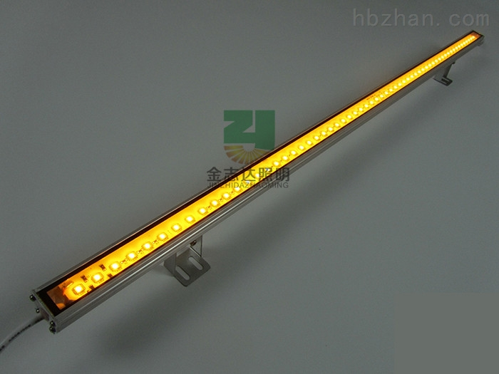 外壳材质:铝壳+钢化玻璃(PC+灌胶) 额定功率:8W/10W/12W/15W 灯珠数量:36珠/48珠/60珠/108珠 额定电压:DC12V、AC/DC24V/、AC220VV 投射距离:2~8M(单颗流明20-24LM) 可选角度:15°25°45°60°90°120° 防护等级:IP67 环境温度:-40~52 控制方式:单色、彩色内控、DMX512、 色彩效果:单色、追逐、流水、全彩同步 使用寿命:≥50000 ·商品广泛应用