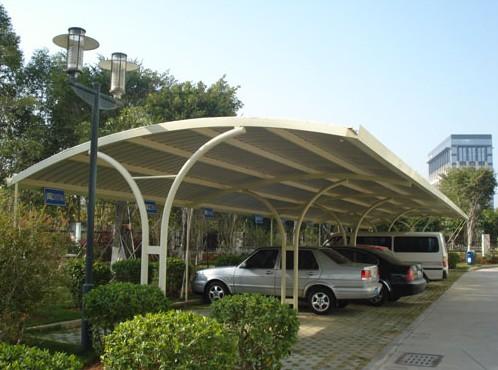 膜结构停车棚让环境增添了不少色彩