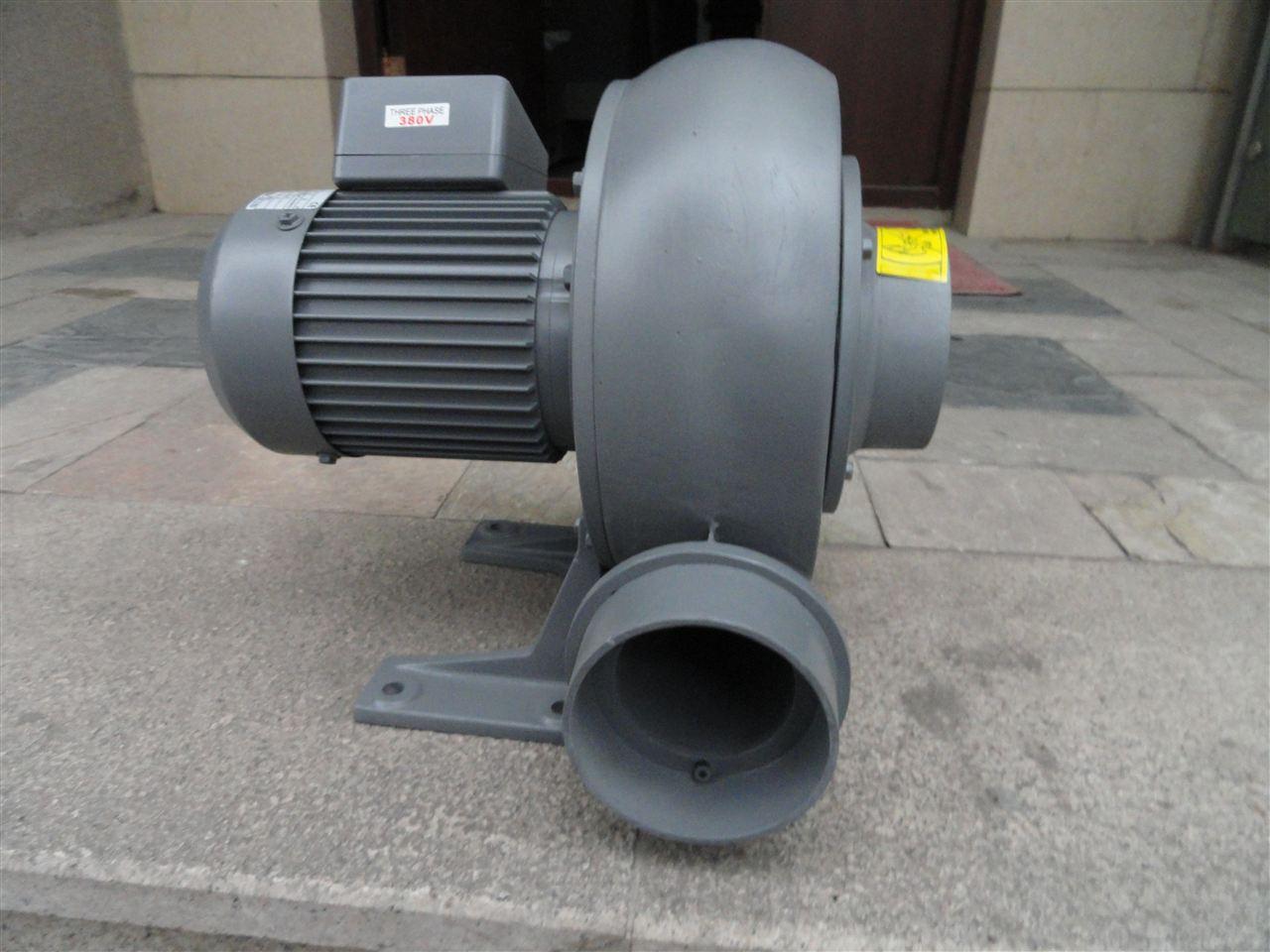 PF-75风机}全风中压鼓风机维护和贮存 1.使用环境应经常保持整洁,风机表面保持清洁,进、出风口不应有杂物。定期消除风机及管内的灰尘等杂物。 2.只能在风机完全正档情况下方可运转,同时要保持供电设施容量充足,电压稳定,严禁缺相运行,供电线路必须为专用线路,不应长期用临时线路供电。 3.
